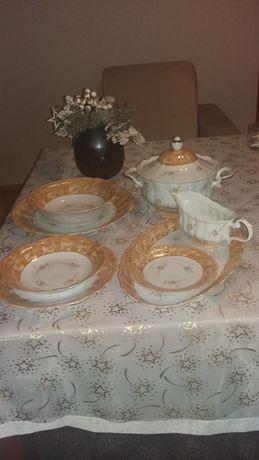Serwis obiadowy 12 os  porcelana Wałbrzych