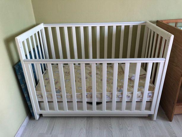 Манеж детский, кроватка + матрас+чехол на матрас.