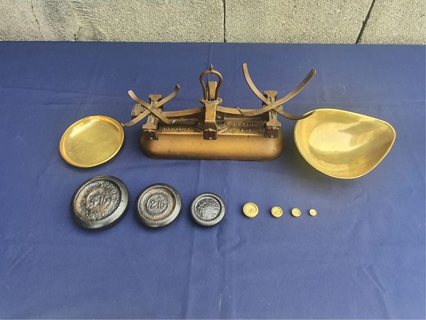 Balança antiga inglesa com pesos (coleção)
