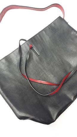 Czarna duża torebka czerwone wykończenia