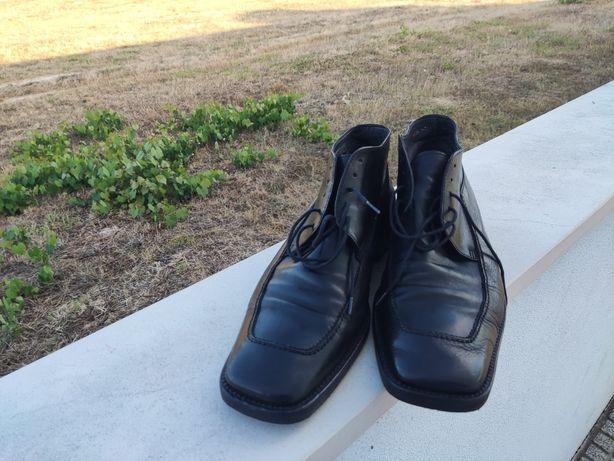 Botas de couro preto, tamanho 44