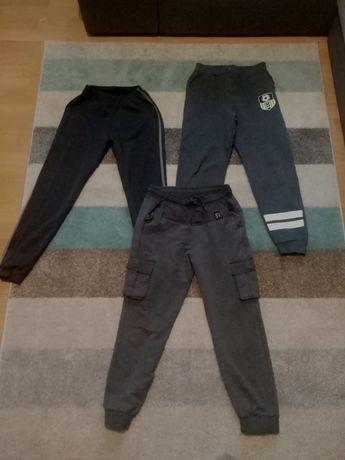 Spodnie dresowe 3 pary rozm. 146