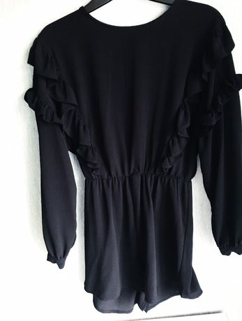 Czarny kombinezon z długim rękawem