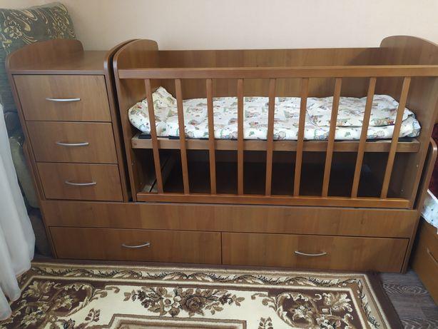 Продам кроватку-трансформер в дуже гарному стані!