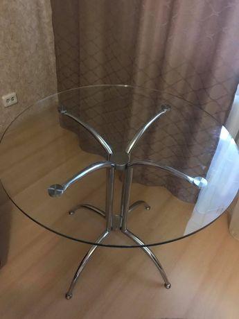 Стол стеклянный для гостинной