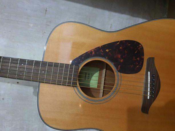 Продам гитару yamaha fg800