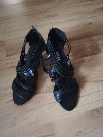 Sandałki na słupku czarne rozm 38