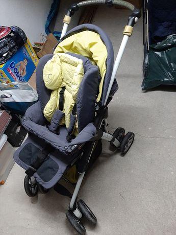 Carrinho Bebé com alcofa / ovo resguardo de chuva