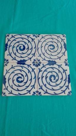 Quadra de azulejos antigos