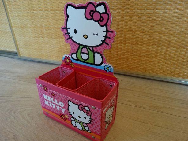 Pojemnik biurkowy Hello Kitty na przybory szkolne na kredki ołówki