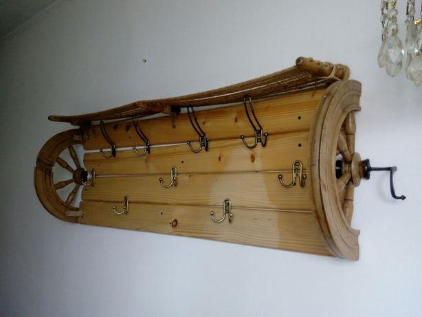 Деревянная вешалка ручной работы