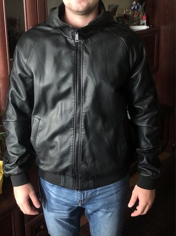 Куртка из качественной экокожи. Состояние отличное.