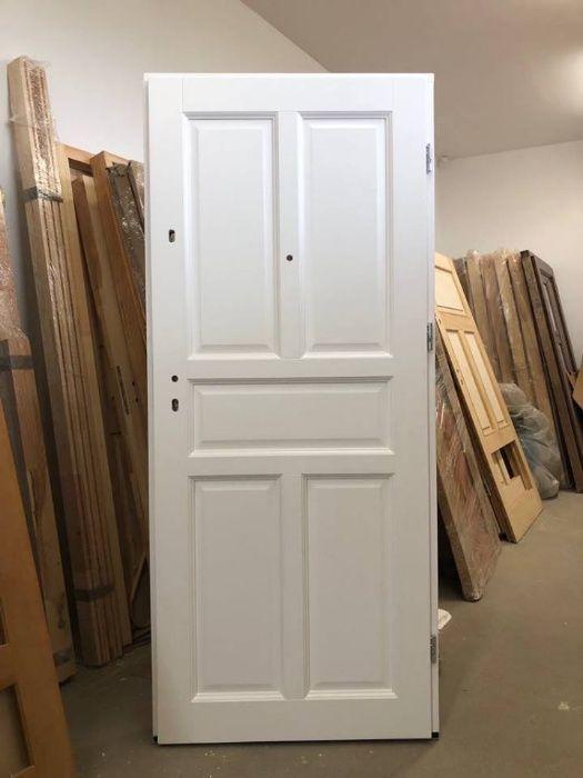 Drzwi klatkowe białe wręg antywłamaniowy drewniane MAZURSKIE