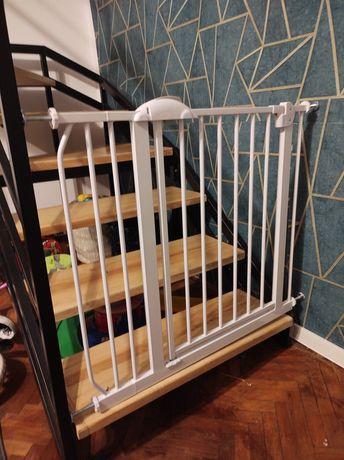 Bramka barierka zabezpieczająca na schody