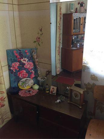 Триляж тумбочки столи мебель