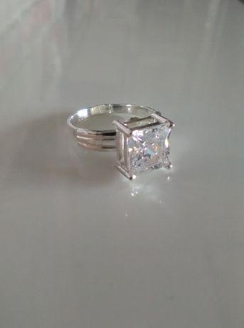 pierścionek srebrny z cyrkonią pr925