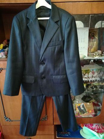 Продам школьный костюм и рубашки на мальчика 6- 8 лет в хорошем состоя