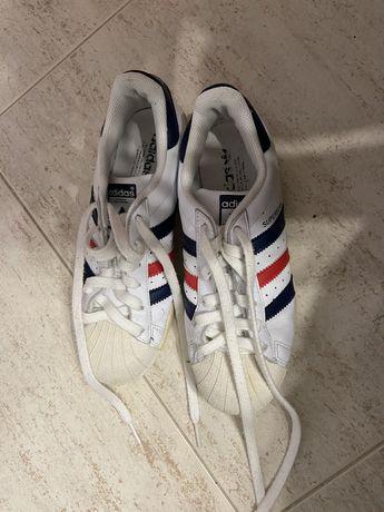 Ténis modelo Superstar adidas (originais)