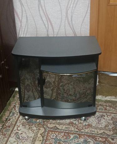 Продам новую тумбочку под телевизор на колесиках. 3800 рублей