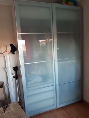 Roupeiro IKEA 2,36×1,5m portas vidro