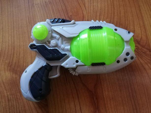 Zabawka pistolet na baterie świecący