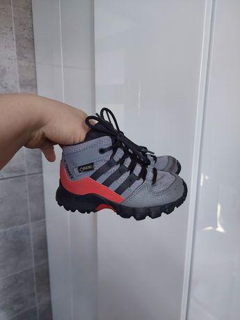 Adidas terrex mid buty 23