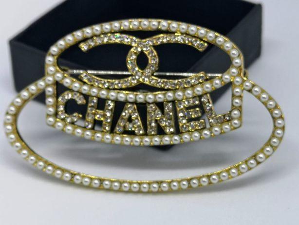 Niespotykana broszka duży złoty kapelusz