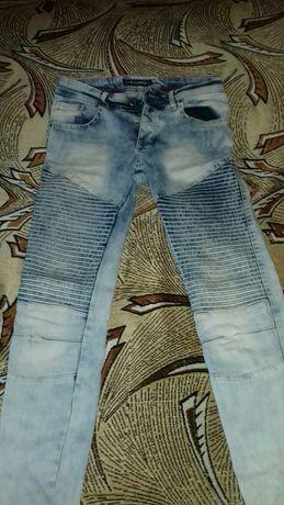 Подростковые джинсы.
