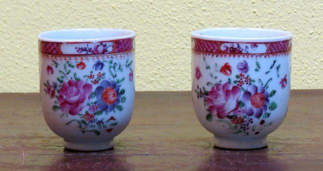 Par de chávenas Companhia das Índias Família Rosa Periodo Qianlong