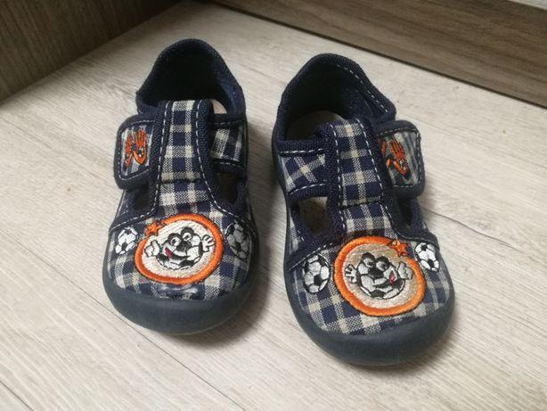Używane buty, buciki, kapcie, kapciuszki rozmiar 22