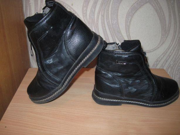Продам осенние ботиночки для девочки 33 размера