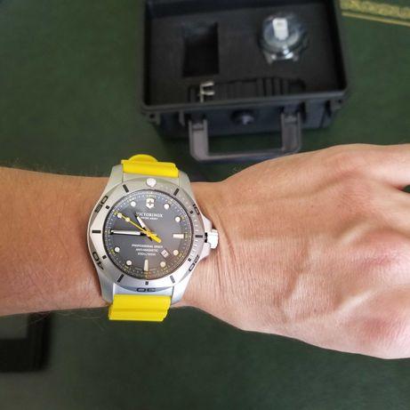 Часы швейцарские подарочный набор Victorinox
