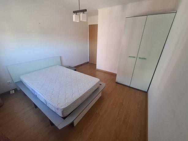 Cama solteiro (120 x 200)  + Roupeiro + Colchão (estilo moderno)