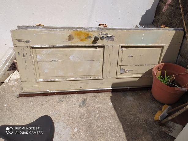 Vende-se 2 portas antigas em madeira