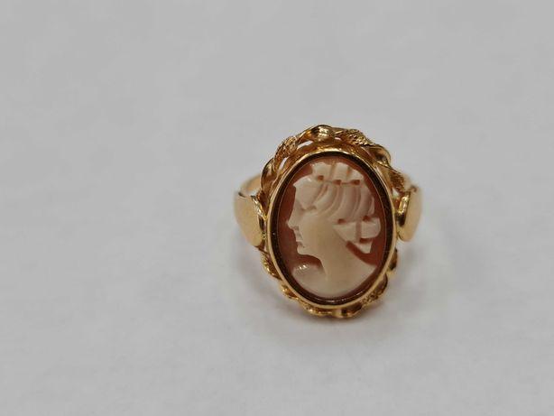 Wyjątkowy złoty pierścionek damski/ 750/ 4.92 gram/ R18/ Kamea
