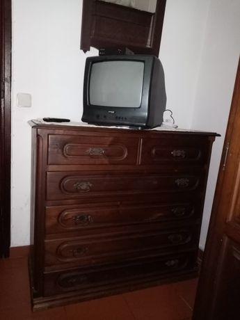 Mobília de quarto de casal em castanheiro.