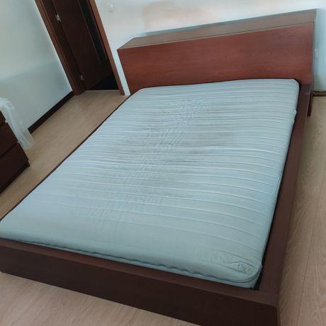Cama + mesas de cabeceira + cómoda Malm IKEA