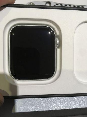 Zegarek Apple Watch Nike SE GPS + Cellular 44mm (czarno-biały)