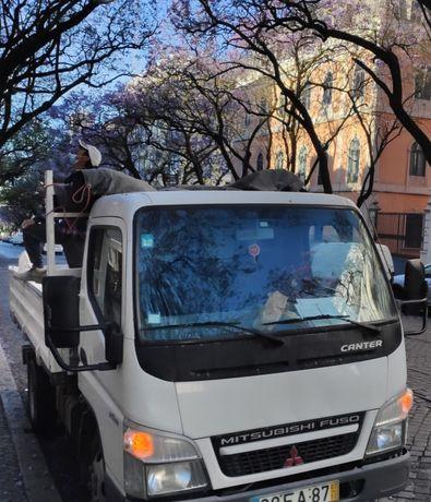 Recolha de entulho e resíduos urbanos em contentores e carrinhas