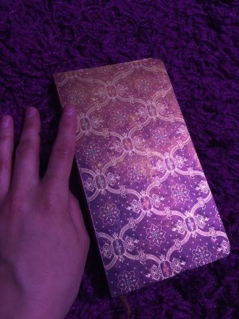 Красивый золотой блокнот