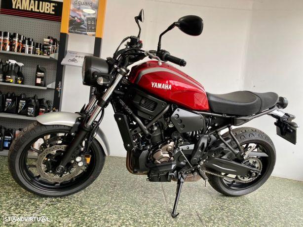 Yamaha XSR 700 Radical Red