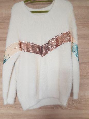 Sweterek ovesize z cekinkami