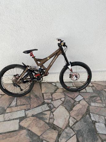 Bicicleta de DH specialized demo 8