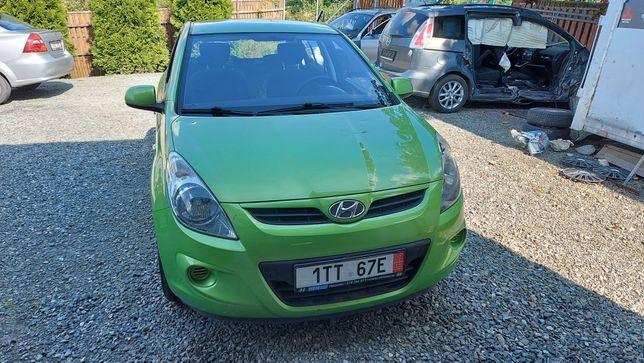 Hyundai i20 1.2 poobijany po wichurze