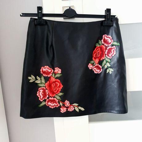 Spodniczka skorzana wysoki stan skóra w kwiaty róże dopasowana M 38