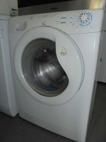 Maquina lavar - CANDY 7kg. / Semi-novo