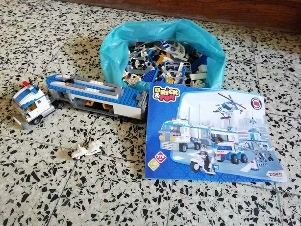 Legos para construir carros da Polícia