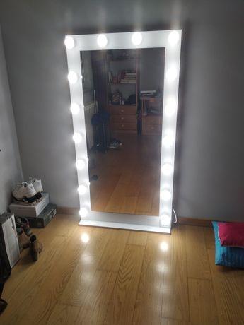 Espelho com luzes led