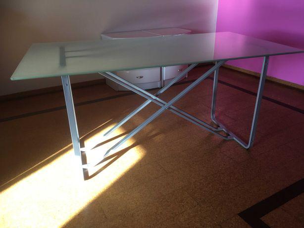 Mesa com topo de vidro e base de alumínio e 4 cadeiras