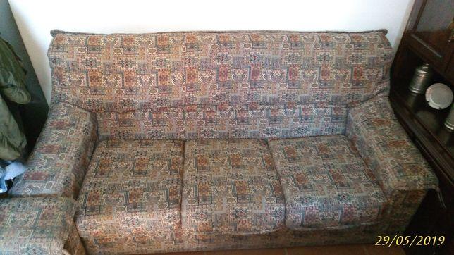 Sofa com 2 cadeiroes